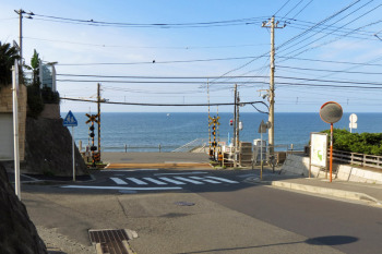 Japan's most famous railroad crossing near Kamakura Koko Mae Station