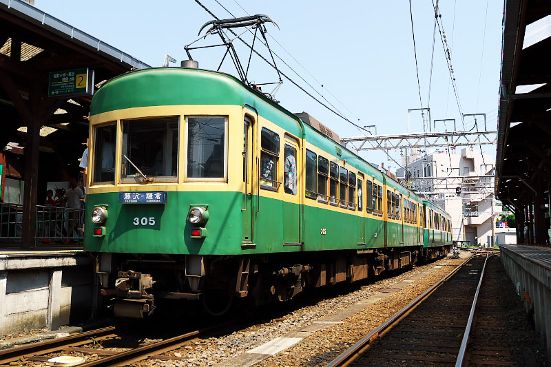 Enoden Type 300 train