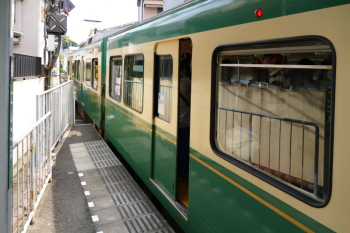 1 car stops at outside of Koshigoe Station.