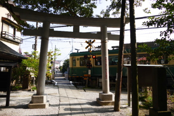 Precincts of Goryo Jinja Shrine and passing Enoden train.