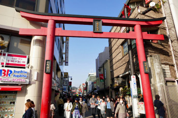 The entrance of Komachi-dori shopping street in the city center.