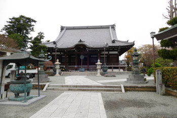 The main temple building of Hongakuji Temple.