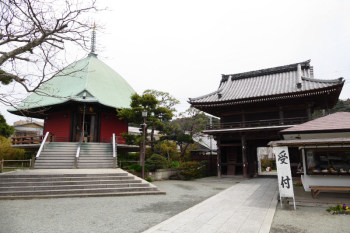 The entrance gate and Ebisu-do building in Hongakuji Temple in Kamakura.