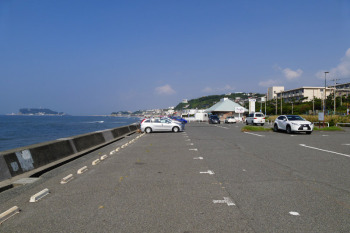 Car park in Shichirigahama.