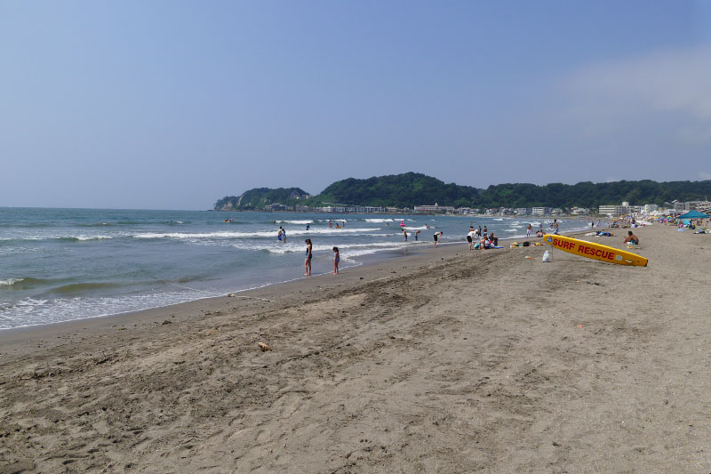 Yuigahama Beach overview.