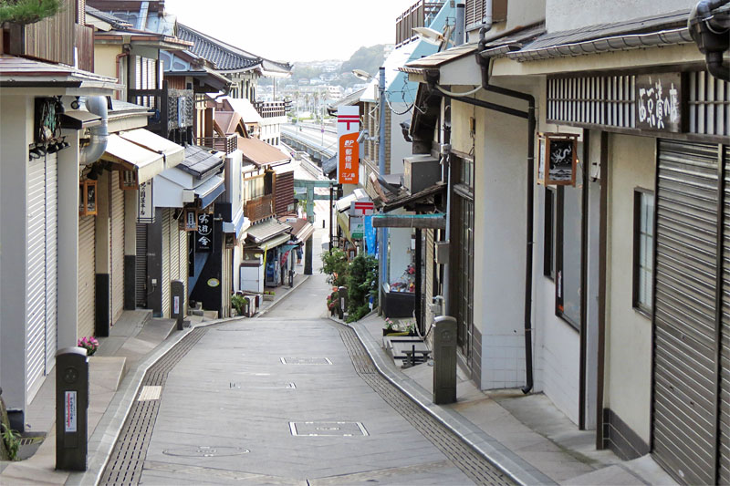 The main street of Enoshima and a sweets shop that became a location site of a movie.