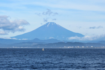 Full view of Mt.Fuji on early morning in summer.