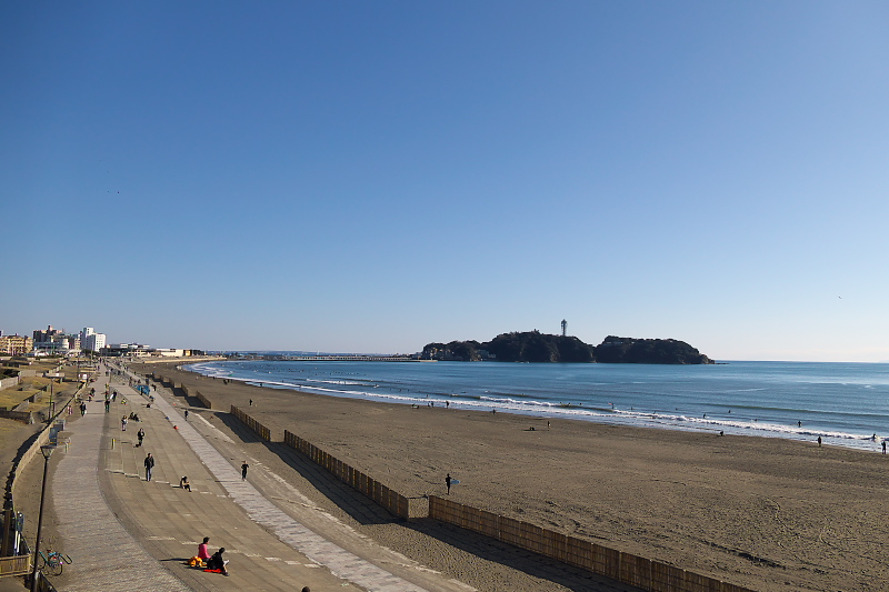 Shonan Kaigan Koen beach park and Enoshima.