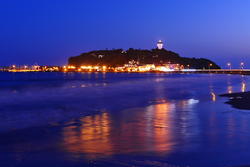 Evening scenery of Enoshima from the beach.