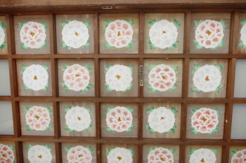 Ceiling of the gate painted peony flowers.