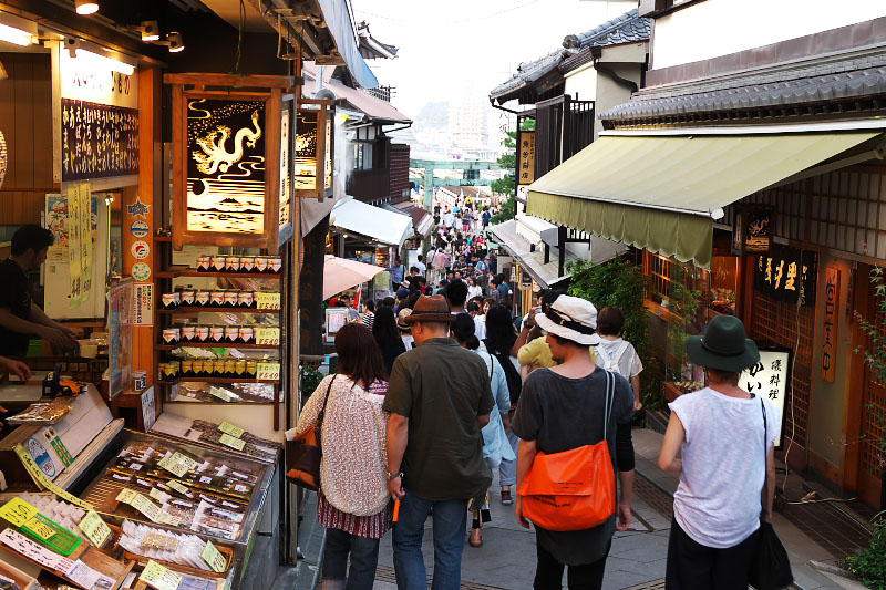 Tourists and shops in Nakamise Street.
