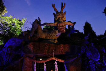 The statue of the dragon is also illuminated.