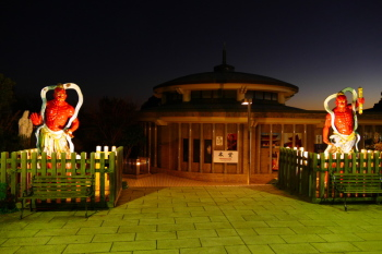 A night view of Enoshima Daishi Temple.