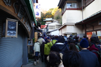 Nakamise Street slope is filled with people to visit Enoshima Jinja shrine.