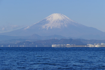 Snow-covered Mt.Fuji in winter day.