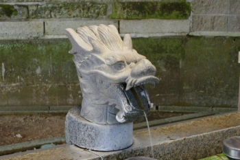 Dragon-shaped water tap