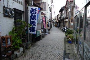 An tranquil alley in Higashimachi.
