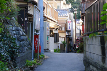 An alley to Nishiura Cove.