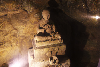 A buddha statue that is displayed along the passage.