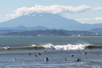 High waves coming to Katase Nishihama Beach.